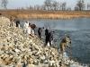 Sprzątanie śniętych ryb Duży Zalew – Radzyny 23.03.2010
